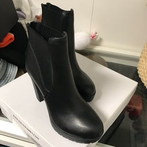 New steve madden black amandaa ankle boots